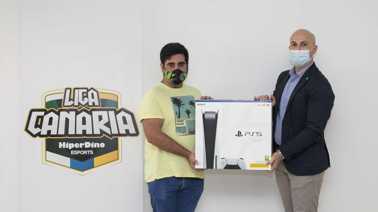 La Liga Canaria de Esports HiperDino entrega la Ps5 al ganador del Sorteo Reyes Gamers