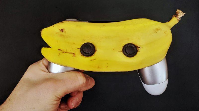 Juega en tu PS5 con un plátano
